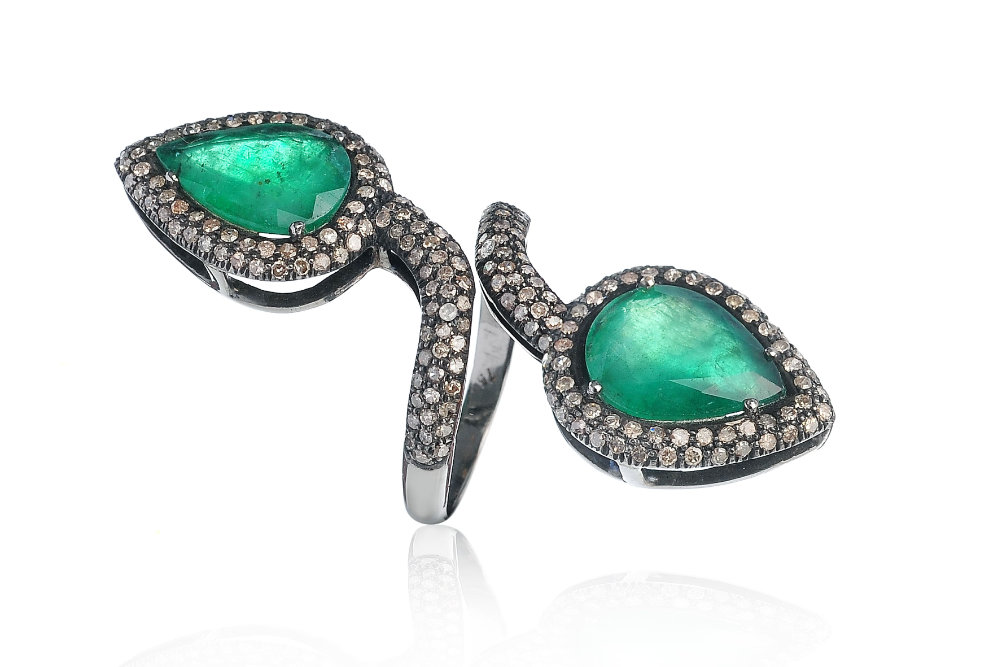 Anello Emeralds ct. 4.96, brillanti brown ct. 1.47